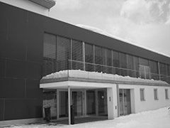 Snow piled up on flat roof of a commercial building